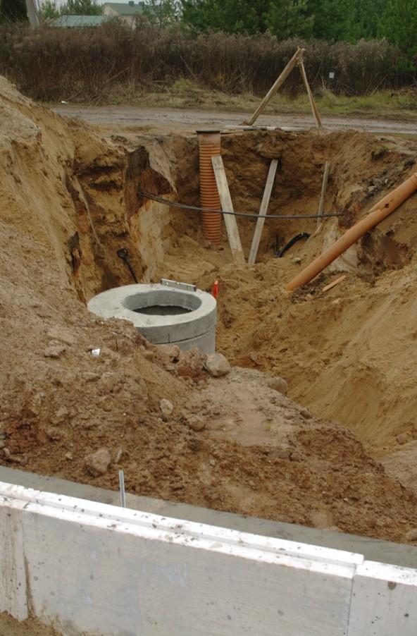 Установка промежуточного участка канализации каркасного дома