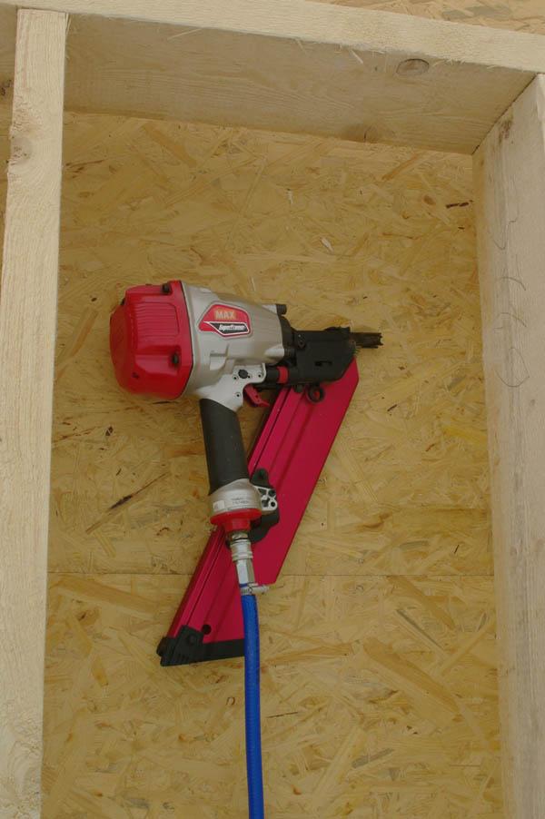 пневмомолоток помог сделать деревянный каркас