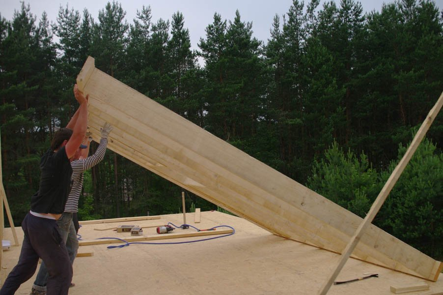 установка деревянного каркаса дома