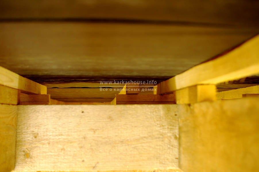 Дополнительная обрешетка на стене (вид со второго этажа вниз)