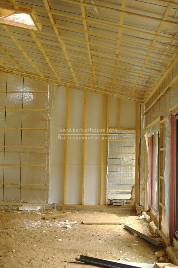 Подготовленные стена и крыша готовы для прокладки внутреннего слоя изоляции
