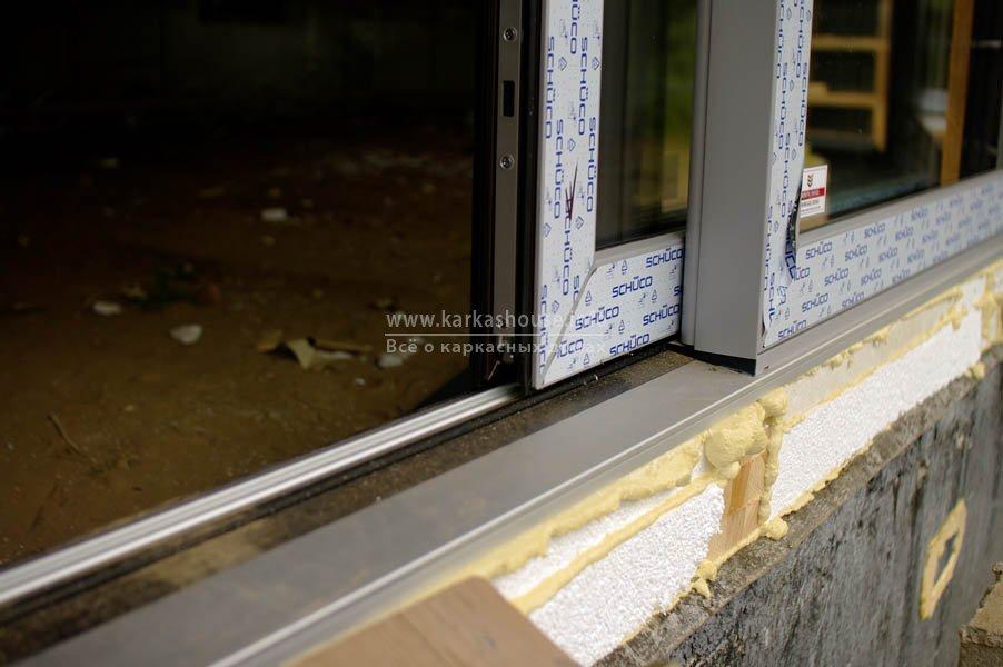 Раздвижная пластиковая дверь наружный подоконник