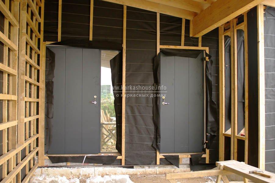 двойные входные двери в дом