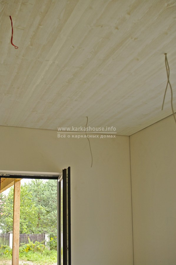 деревянные декоративные панели на потолке