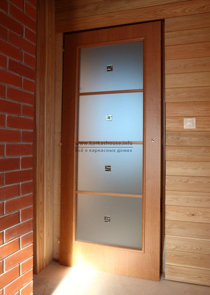 Установка двери в каркасном доме