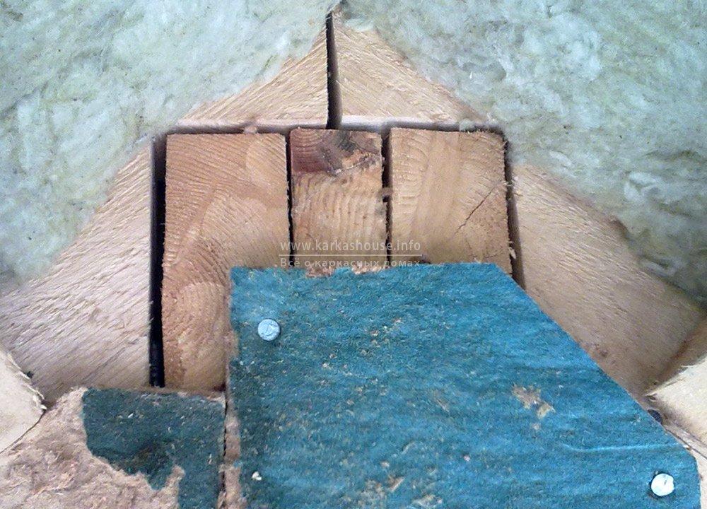 щели при использовании сырой доски для каркаса