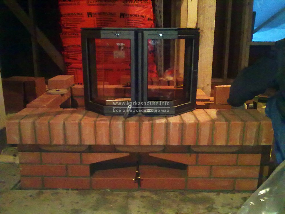 печь-камин в каркасном доме