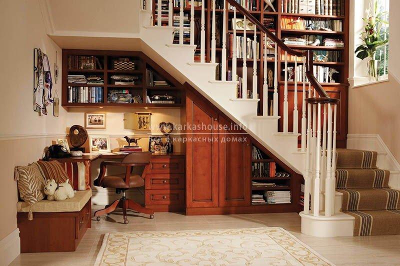 книжный шкаф в частном доме